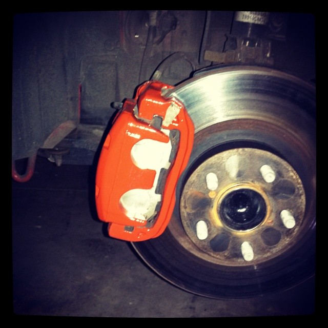Name:  Front brakes painted red.jpg Views: 11127 Size:  76.4 KB