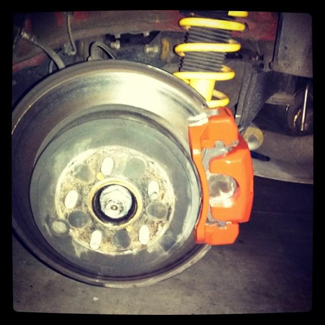 Name:  Rear brakes painted red.jpg Views: 10996 Size:  91.3 KB